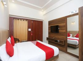 Hotel Lotus Grand, hotel in Mathura