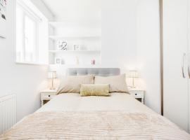 Bright & Modern 2-Bed Notting Hill Apartment, hotel near Portobello Road Market, London