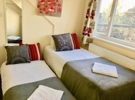 London Deluxe Loft Apartment with Shower, apartment in London