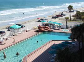 Ocean Front Harbor Beach Resort, apartment in Daytona Beach