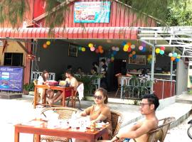 Happy Beach Bungalow, hotel in Koh Rong Island