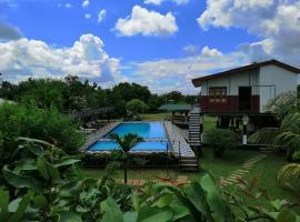 Eco Hotel Black & White - Anuradhapura, hotel in Mihintale