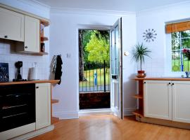Old Lodge 2 Min walk to the Uni with private parking, hotel near Exeter St Davids Train Station, Exeter