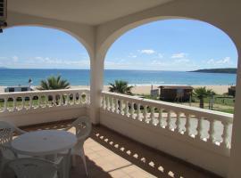 Apartamentos Miramar, hotel cerca de Playa de Bolonia, Bolonia