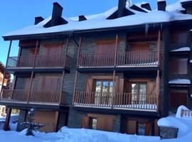 Apartamento frente Pistas de Esquí La Molina, hotel in La Molina