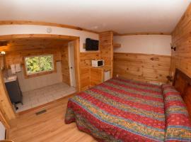 King Hendrick Motel and Suites, room in Lake George