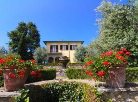 Monte San Savino Villa Sleeps 8 Pool WiFi, villa in Monte San Savino