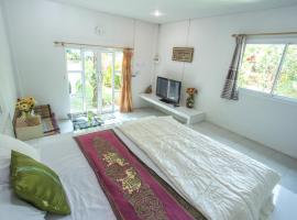 Greenhouse resort, отель в городе Бурирам