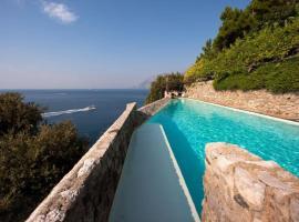 Maiori Villa Sleeps 14 Pool Air Con WiFi, hotel with pools in Maiori