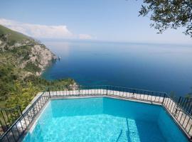 Positano Villa Sleeps 4 Pool Air Con WiFi, holiday home in Positano