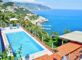 Amalfi Villa Sleeps 20 Pool Air Con WiFi, hotel with pools in Amalfi