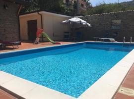 Santa Maria Villa Sleeps 8 Pool Air Con WiFi, hotel with pools in Santa Maria di Castellabate