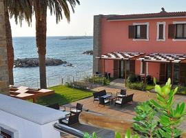 Acciaroli Villa Sleeps 3 Air Con, villa in Acciaroli