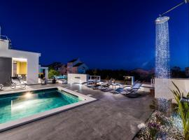 Villa Magnifica apartments with pool, hotel with pools in Novalja