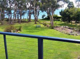 Four Seasons Waterfront Villas, vacation home in Taranna