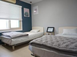 AIRPORT Guesthouse, hotel near Gimhae International Airport - PUS,