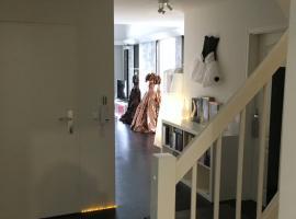 Großes helles Zimmer + eigenes Bad, homestay in Hamburg