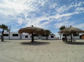#35 Bungalow Seaside Hotel & Victors RV Park, hôtel à San Felipe