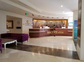 Luxury Apartments in GoldCity Complex, отель в Каргычаке