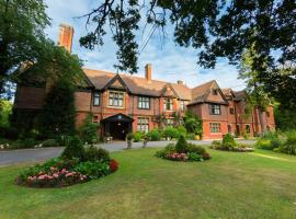 Stanhill Court Hotel, hotel in Charlwood