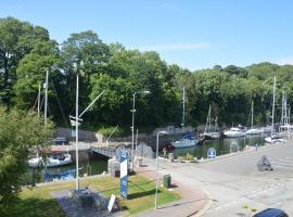 Menai Marina View, hotel near Penrhyn Golf Club, Bangor