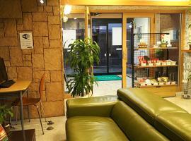 Conbini AyersRockHotel Ishinomaki、石巻市のホテル