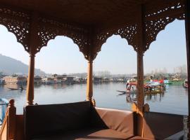 Iram Houseboats, boat in Srinagar