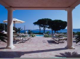 Hotel Villa Les Rosiers, hotel near Beauvallon Golf, Grimaud