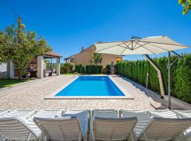 House Semy with private pool, hotel in Pazin