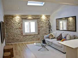 Appartement Duplex coeur vieil Antibes Old city Marché provencal, self catering accommodation in Antibes