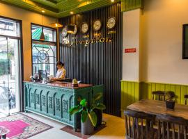 Amona Hotel, hotel near Dieu De National Pagoda, Hue
