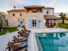 Exclusive Villa Tomani with Private Pool, hotel in Krmed