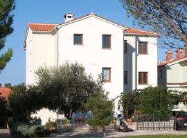 Apartment Complex Beakovic with Sea view, B&B in Poreč