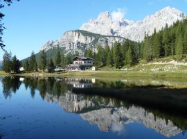 Albergo Chalet Lago Antorno, hotel in Misurina