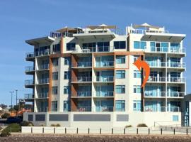 Wallaroo Marina Waterfront Luxe Apartment, apartment in Wallaroo
