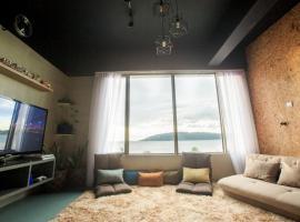 Homy Seafront Hostel, family hotel in Kota Kinabalu