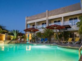 Costa Esmeralda Village, hotel i Palm-Eagle Beach