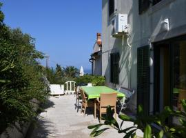 Apartment with terrace and sea view, hotel in Mali Lošinj
