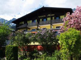 Café Pension Alpina, pet-friendly hotel in Innsbruck