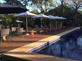 Flat incrível em condomínio lindo, hotel near Baleia Jubart Institute, Praia do Forte