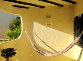Peaceful & Spacious Apt with Parking & Queen Bed, hotel near Algar Seco - Carvoeiro, Carvoeiro