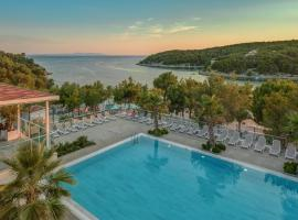Gava Waterman Milna Resort – All Inclusive, resort in Milna