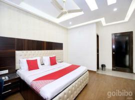 Hotel Punnu International, hotel near Sri Guru Ram Dass Jee International Airport - ATQ, Amritsar