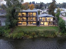 Chateau Riverside, hotel near Campbell River Airport - YBL, Campbell River