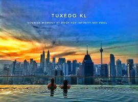 Tuxedo KL -No.1 Rooftop Pool w Skyscraper Views, farfuglaheimili í Kuala Lumpur