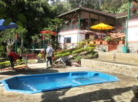 Eco Suits Verdes, hotel in La Vega