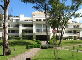 Green Park Apartamentos, hotel near Capitán de Corbeta Carlos A. Curbelo International Airport - PDP,