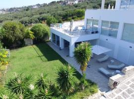 White Blue Spa Pool Luxury Villa, hotel with pools in Heraklio Town