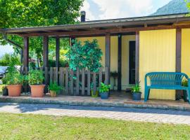 bungalow campeggio madonnina, campsite in Domaso