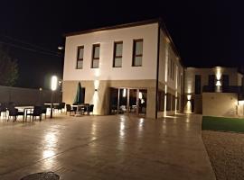 Hotel Entrerailes, hotel in Casalarreina
